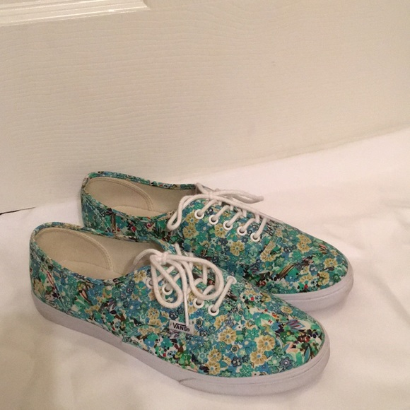 1f34d1797bd9b2 Green and blue floral print lace-up VANS